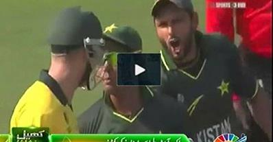 Classical Fights between Pakistani Players & Australian Players